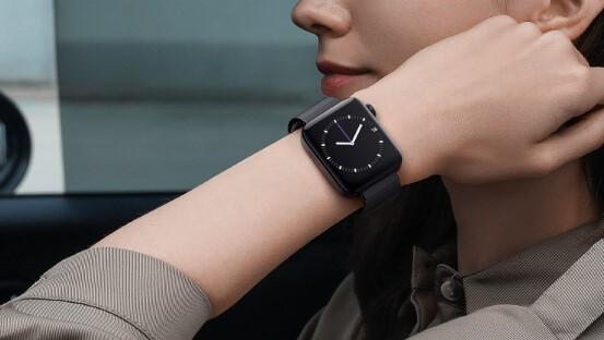 Xiaomi「Mi Watch」を装着している様子