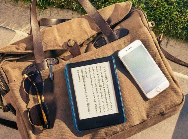新型「Kindle」を太陽光下で使用している様子