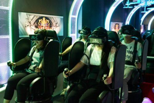 「VR-KING」に乗っている様子