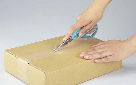 コクヨ、簡単で安全にダンボール箱を開封できるハサミ「ハコアケ」を発売!