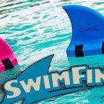 サメの背びれのような水泳練習補助具「スイムフィン」が話題に!年齢不問で使用可能
