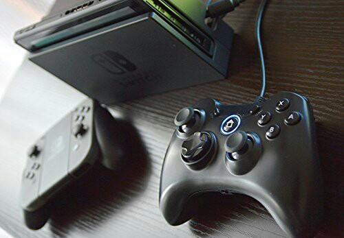 「Nintendo Switch用 有線軽快コントローラー」の使用イメージ