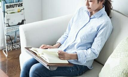 「200-HUS006」で読書をしている様子