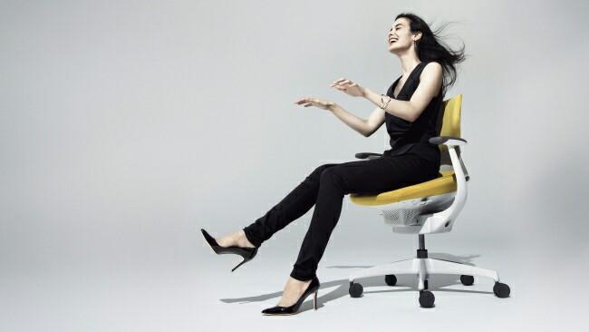 コクヨが体に合わせて揺れるイス「ing」を発売!座りすぎ問題の解決へ