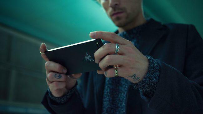 Razerが初のスマホ「Razer Phone」を発表!ゲームに特化したハイスペックマシン