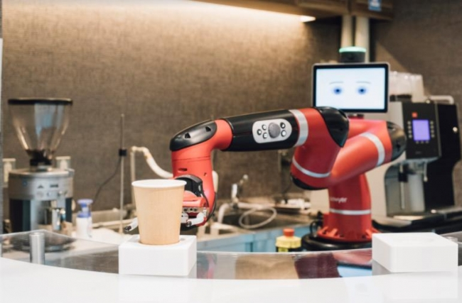 「変なカフェ」でロボットが作業している様子