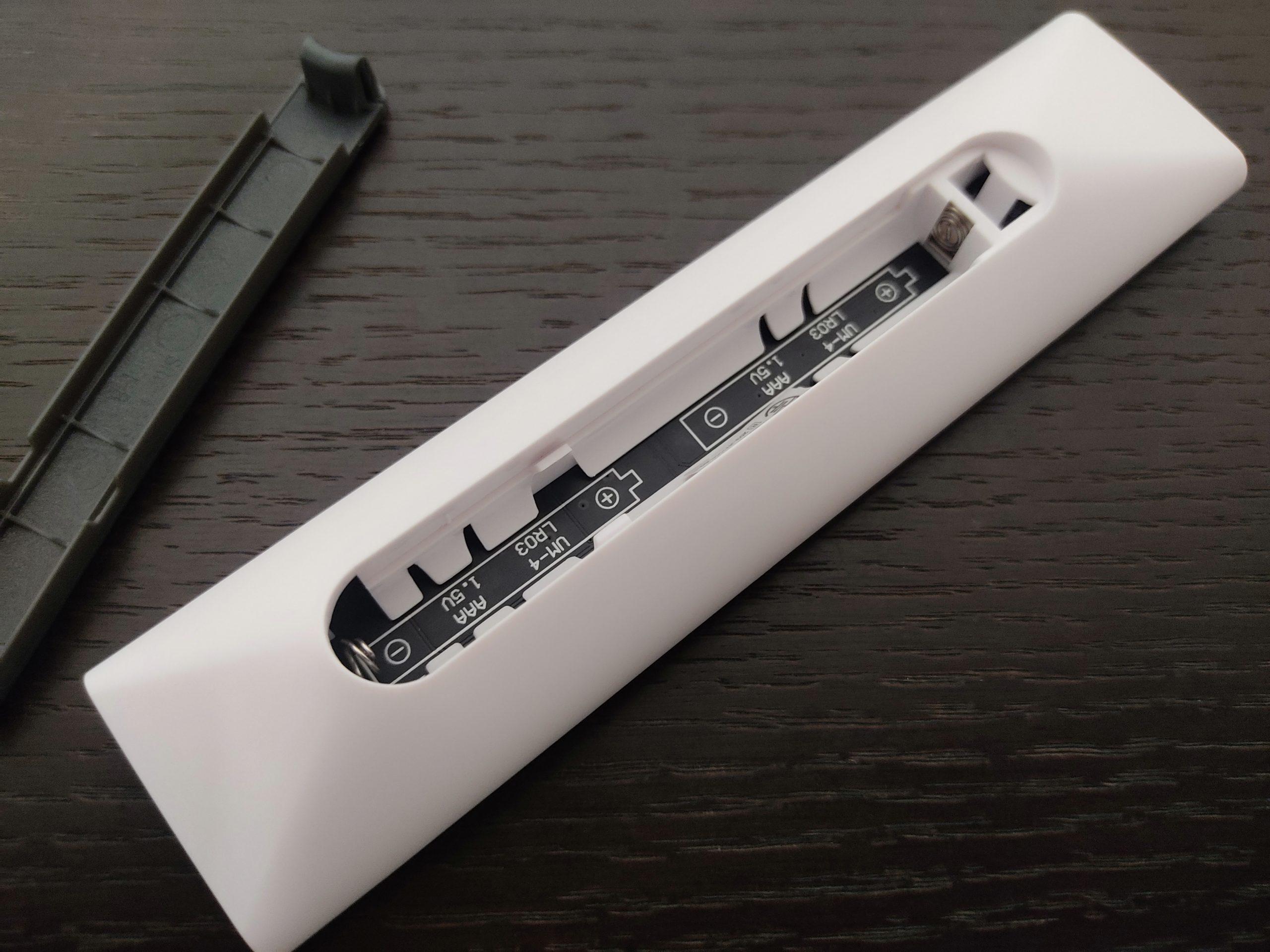 「XGIMI MoGo Pro+」のリモコンの電池ボックス