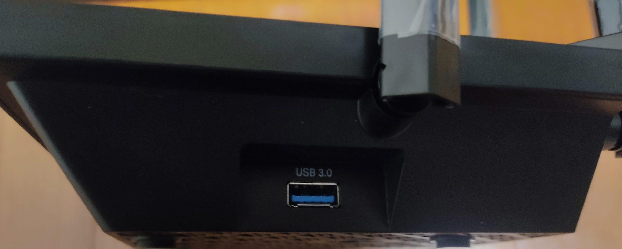 「Archer AX73」のUSBポート