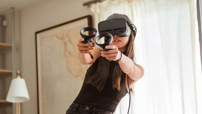 「Oculus Rift S」で遊んでいる様子