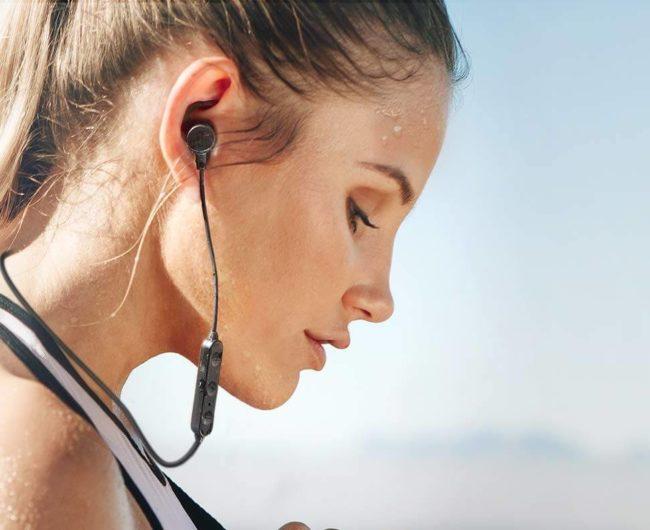 Bluetoothワイヤレスイヤホン「TT-BH072」の使用イメージ