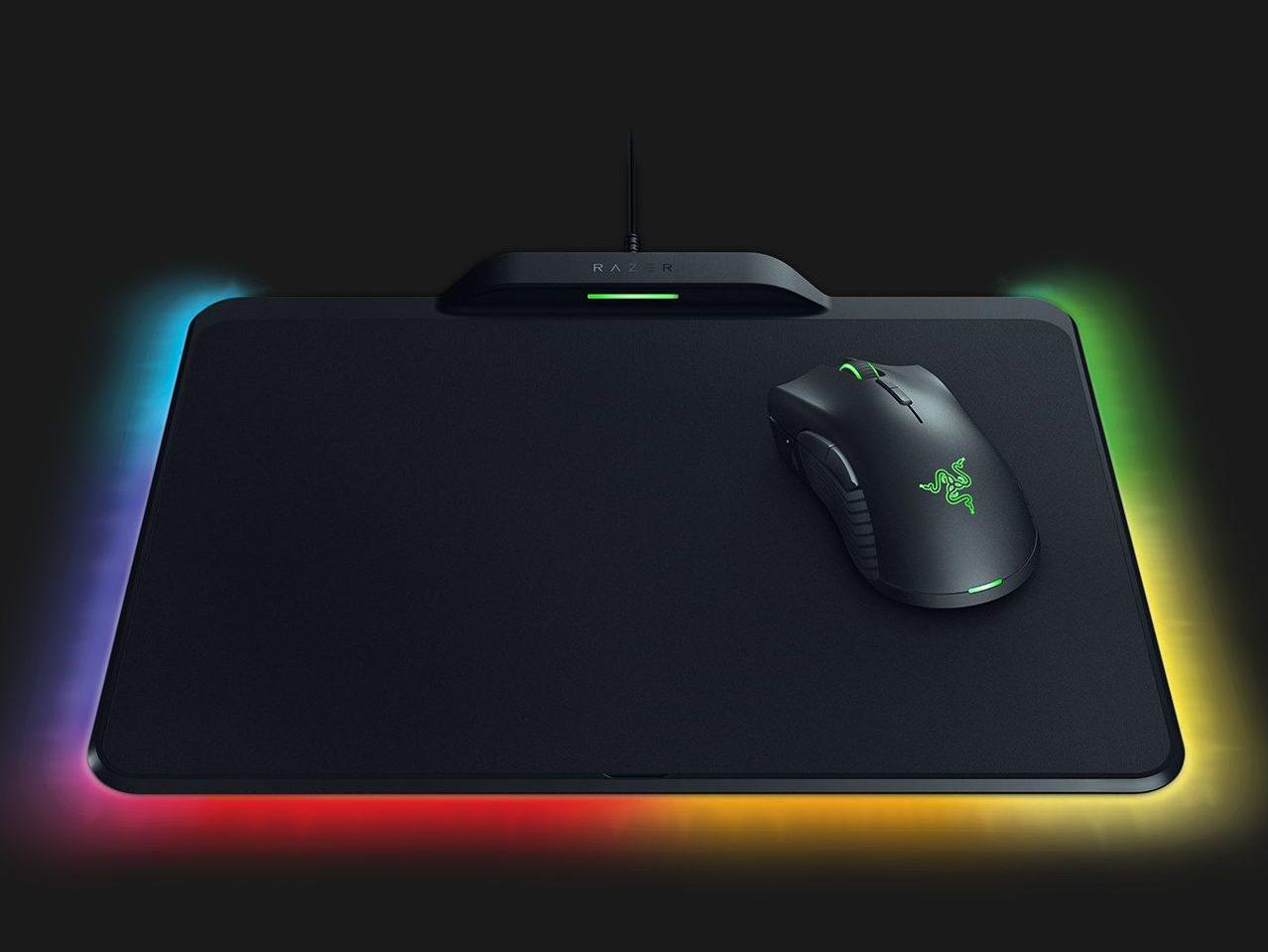 Razer、バッテリ不要の無線ゲーミングマウス「Mamba + Firefly HyperFlux」を発売!