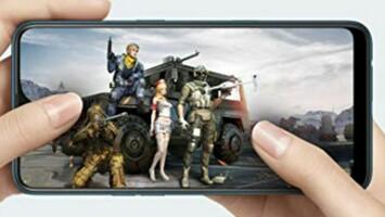 「AX7」でゲームをしている様子の画像