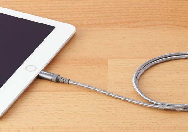 「Amazonベーシック 高耐久ナイロン ライトニングUSB充電ケーブル」をiPadで使用