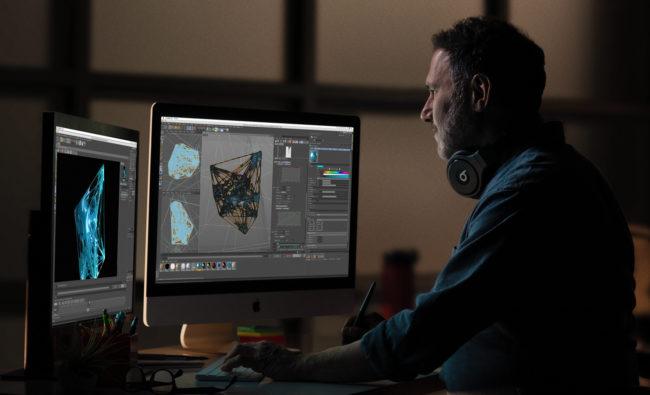 「iMac(2019年)」で作業している様子