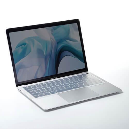 シリコンキーボードカバー「FA-SMACBA13R」を装着したMacBook Air