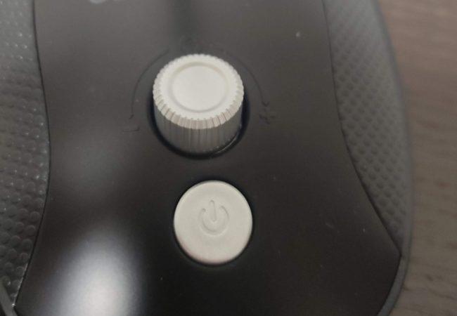 「Uervoton USBマイク」の音量調節ノブとミュートボタン