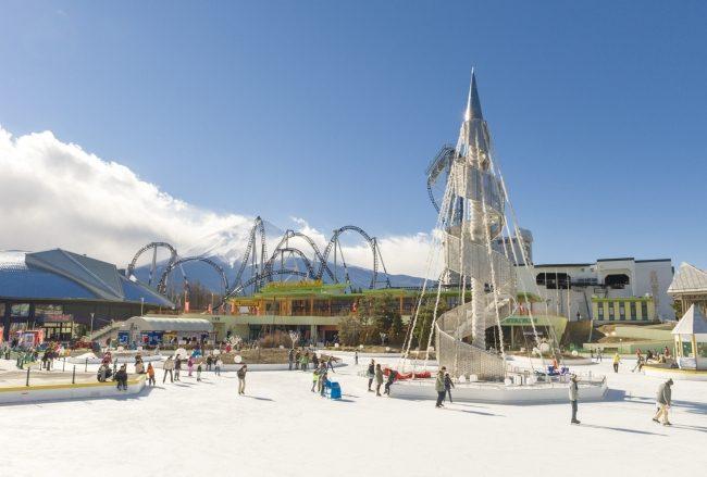 富士急ハイランドの屋外スケートリンクが11月9日オープン!入園無料となってからは初