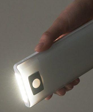 「800-LED018」を懐中電灯として使用したイメージ