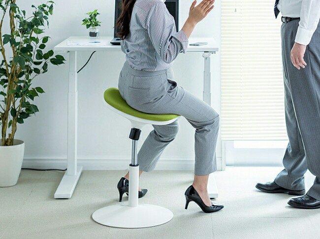 座面が体に合わせて動くガス圧式スツール「150-SNCERG9」が発売!