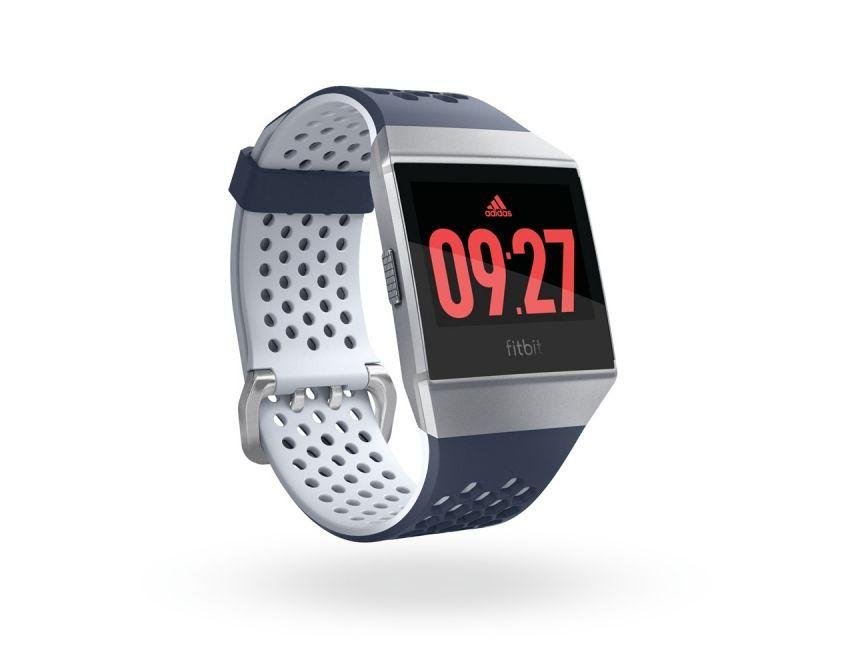 ウェアラブルデバイス「Fitbit Ionic」にアディダスエディションが登場