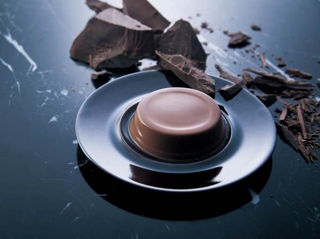 モロゾフに45周年を記念して「プレミアムチョコレートムース」が登場