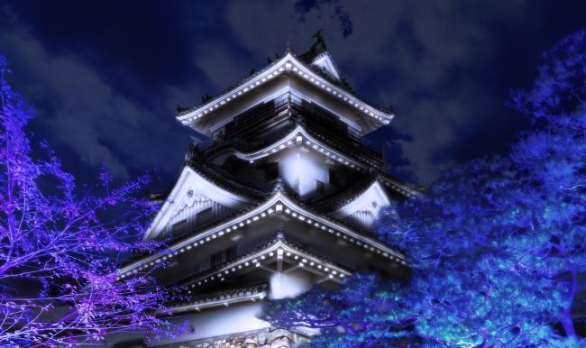 呼応する高知城