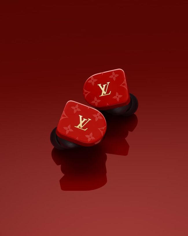「LOUIS VUITTON HORIZON EARPHONES」のレッド