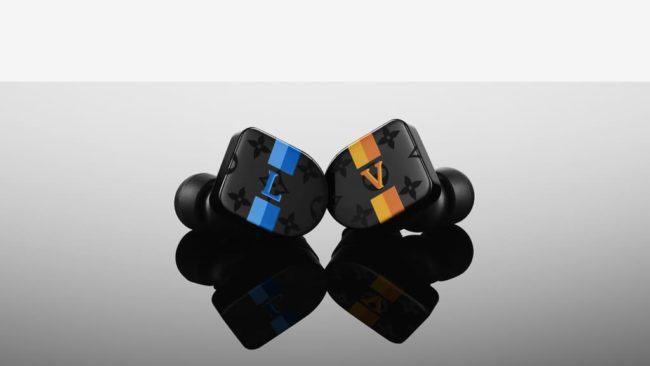 「LOUIS VUITTON HORIZON EARPHONES」のブラック/ブルー/イエロー