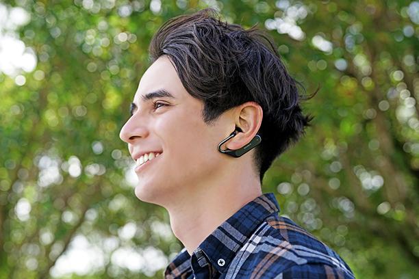 「Xperia Ear Duo」の使用イメージ