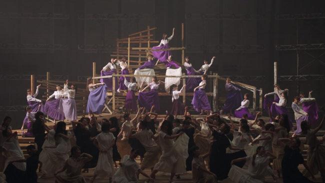 「Sing Out!」のミュージックビデオのワンシーン