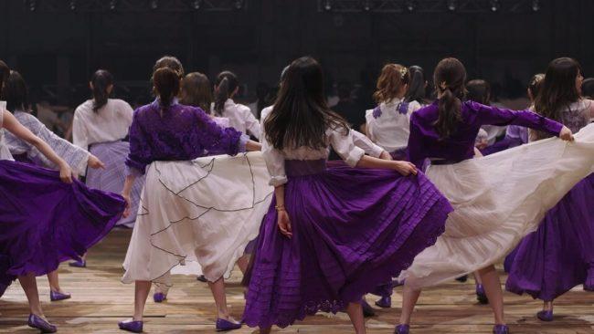 「Sing Out!」のミュージックビデオのダンスシーン