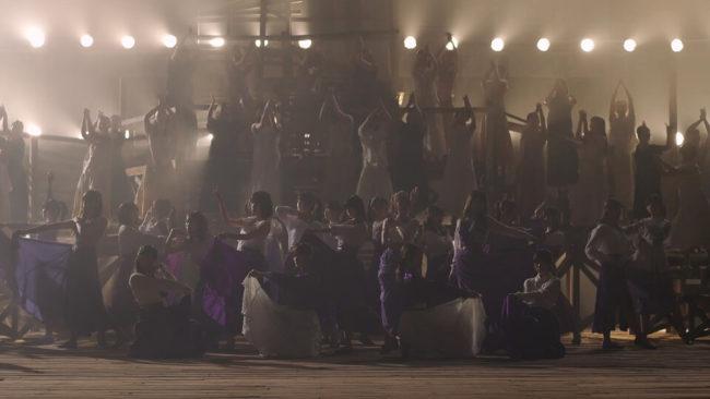 「Sing Out!」のミュージックビデオのラスト
